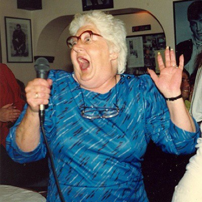 Karaoke műsor: Te is sztár lehetsz néhány percre. A bátorság a lényeg.